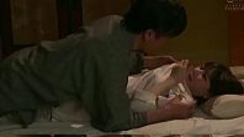>หนังเอวีญี่ปุ่น Jav Ohyeah1080 น้องเมียพันธุ์Xสาวยุ่นผมสั้น Eimi Fukada ถูกพี่เขยจับเย็ดท่าหมากลางดึก แอบเย็ดกับผัวพี่สาวซะร้องครางเสียวหีจนเสียงเกือบหลุดไปห้องพี่สาว