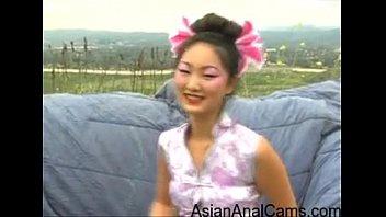 >หนังโปณxxxจีนสดฟรี น้องเอเวอลีนลิน Evelyn Lin ดาราโป้จีนแต่งชุดกี่เพ้า ถูกรุมข่มขืนแบบทรีซั่มกลางป่า ดีที่แดดไม่ออกไม่งั้นเจ็บหีแถมรูจิ๋มมีกลิ่นอับออกมาแน่